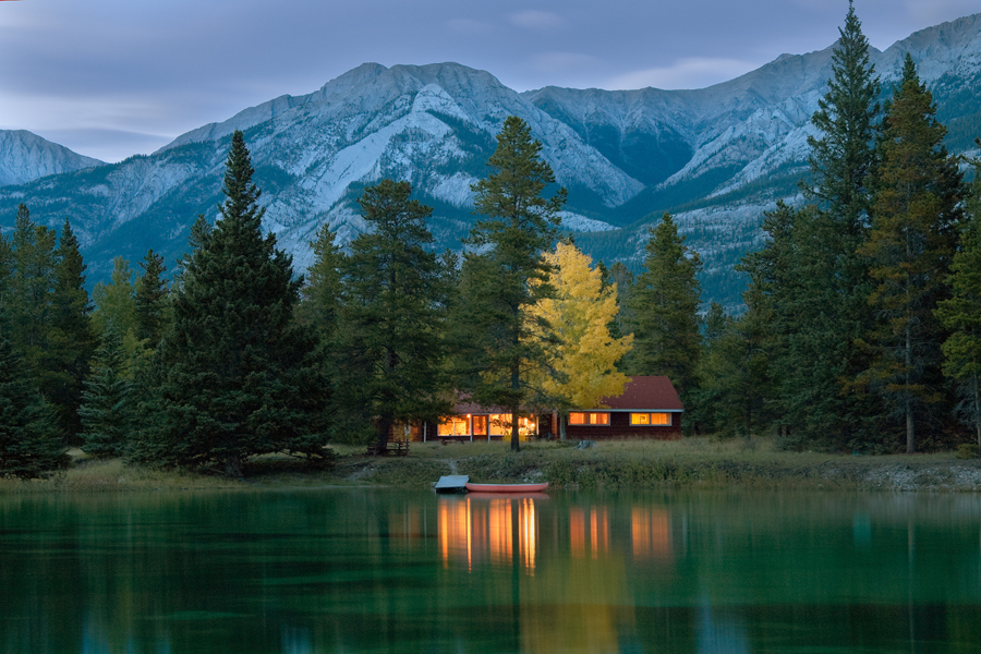 Jasper national park canadian rockies alberta canada for Lakes in bc with cabins